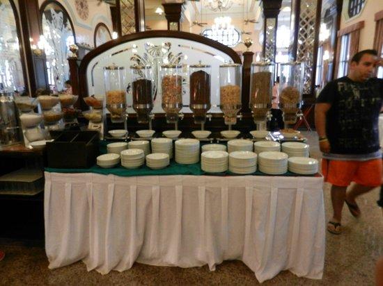 Hotel Riu Palace Riviera Maya: Cold cereals