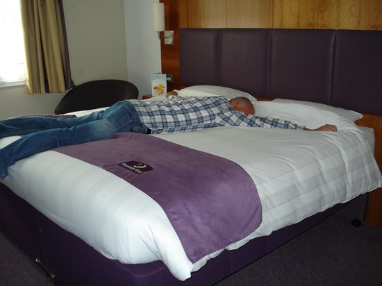 Premier Inn Glasgow (Bearsden) Hotel: super bed