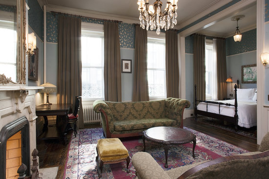 Lafayette House: French King Suite