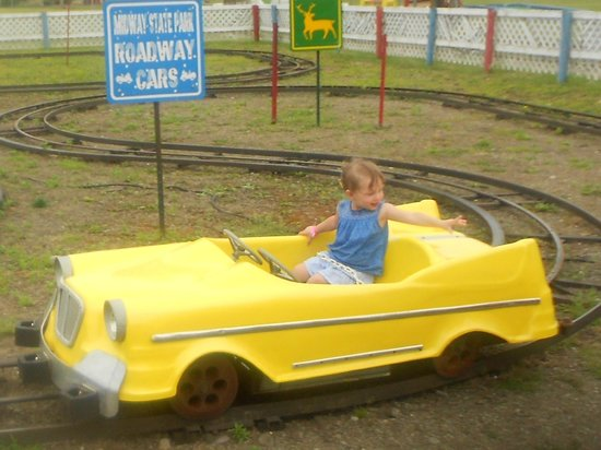 Midway State Park: Riding the cars :)