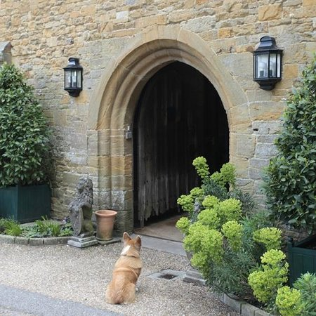 Bailiffscourt Hotel: Front Entrance