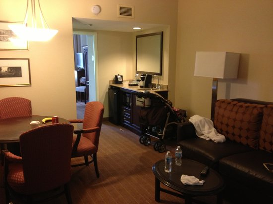 Embassy Suites by Hilton Alexandria-Old Town: Premium room living are-same as others