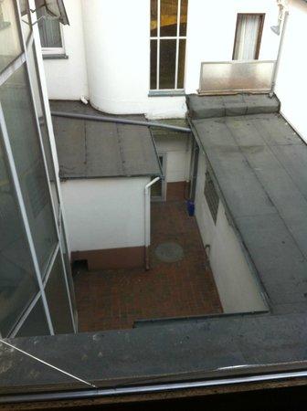 Tagungshotel Hoechster Hof: vitre cassée