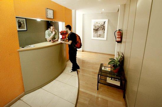 Residencia Universitaria Augusta: Entrance