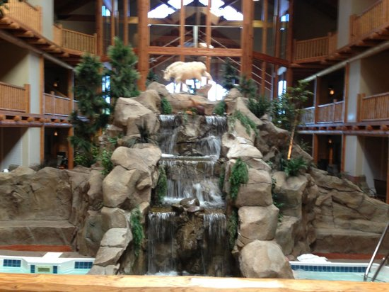 C'mon Inn Hotel & Suites: waterfall inside