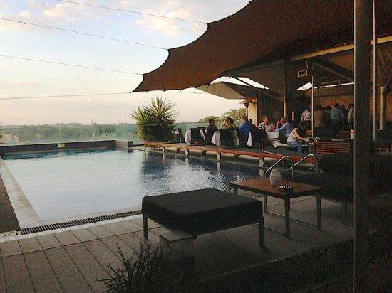 Sankara Nairobi: 7th floor pool / bar area