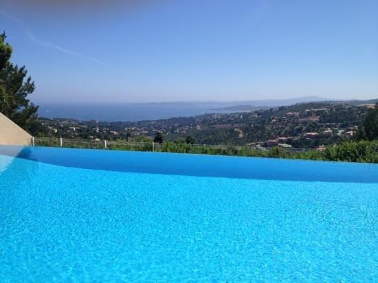 la fameuse piscine picture of pierre vacances village club les issambres les issambres. Black Bedroom Furniture Sets. Home Design Ideas