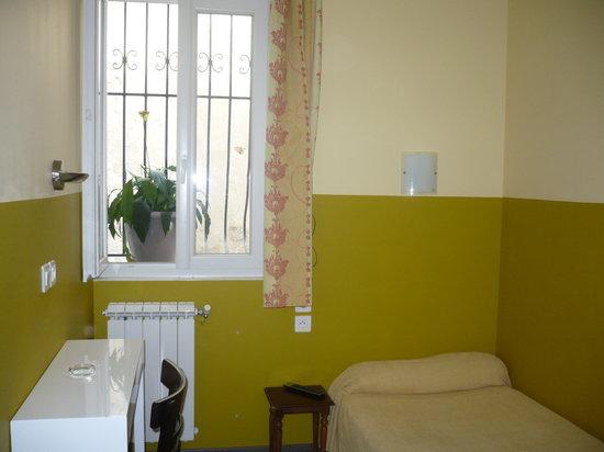 chambre simple: fotografía de Hôtel Cosmos, Montpellier ...