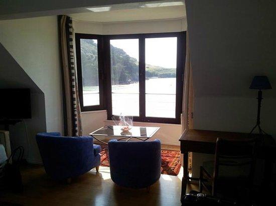 Hotel De La Plage : Coin salon et table de bureau