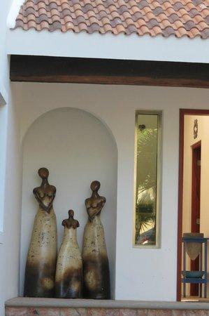 Las Mujeres.. entrance to casa Jacqueline