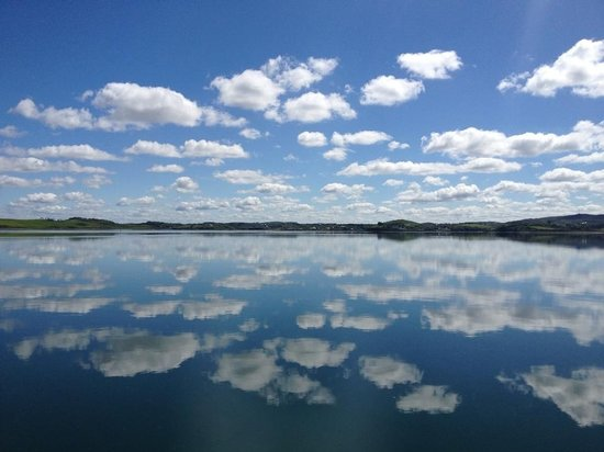 Clewbay Cruises : Blues sky on bay during heat wave