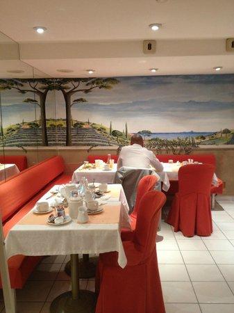 Fertel Maillot : Small Breakfast room