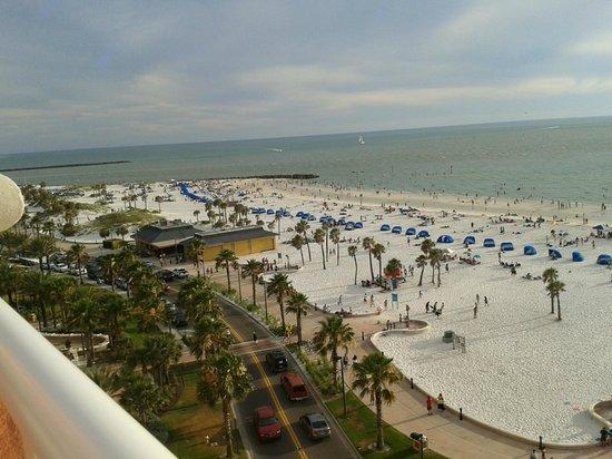 Hyatt Regency Clearwater Beach Resort & Spa: Looking south from the 8th floor