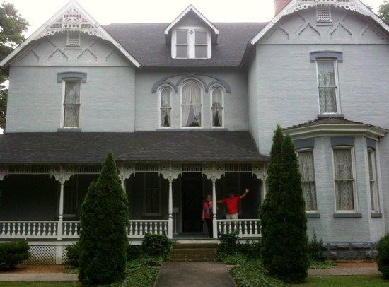 Falcon Rest Mansion: Falcon Rest
