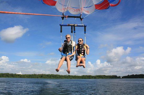 Sammy Duvall Watersports Centre : Parasailing