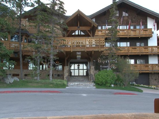 Alpenhof Lodge: The Alpenhof main entrance
