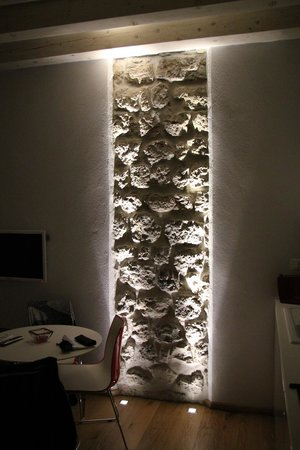 feature wall lighting. Nije Presa Apartments: Feature Wall Lighting - Apartment Baro R
