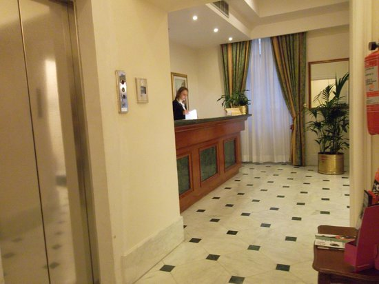 Floridia Hotel: Холл
