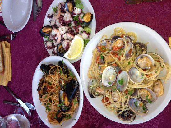 Grotta Marina : Musels with tomato pasta, seafood salad and clam pasta