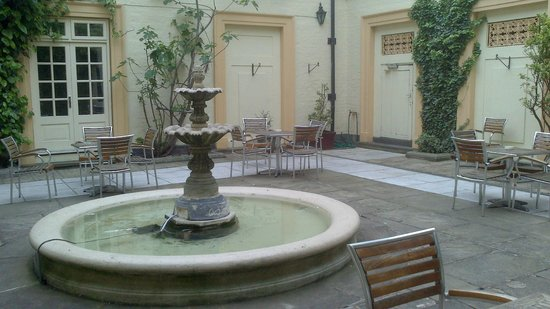 Ramada Loughborough Hotel: Water Fountain