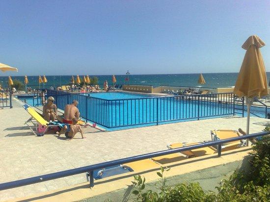 Kavros Beach: basenik