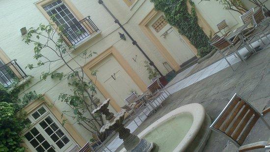 Ramada Loughborough Hotel: Courtyard