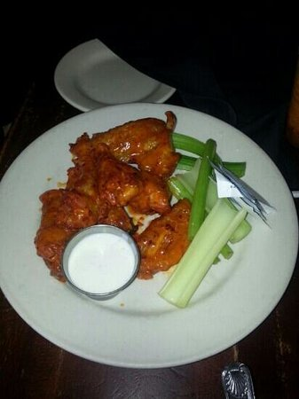 Tommy Condon's Irish Pub and Seafood Restaurant: Beer Can Wings