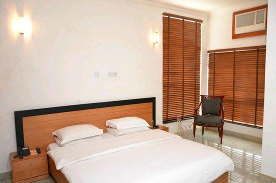 Karma Hotel: Room
