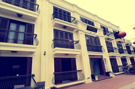 Golden River Hotel: hotel entrance