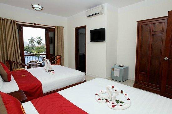 Golden River Hotel: hotel room