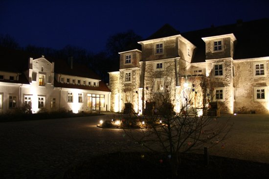 Wasserschloss Mellenthin by night