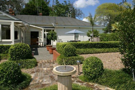 Oak Lane Lodge: Out Door dinning area
