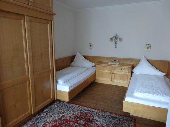 Scheulinghof: Twin-bedded room