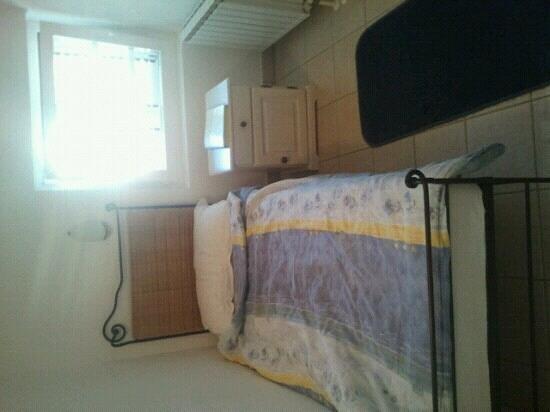 Pension Baron Gautsch: Bed in single room.