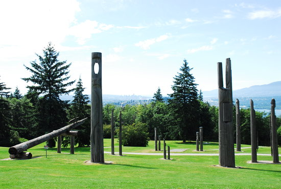 Horizons Restaurant: totem poles - great view