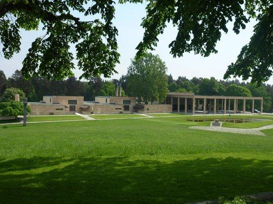 Skogskyrkogården : Waldkrematorium