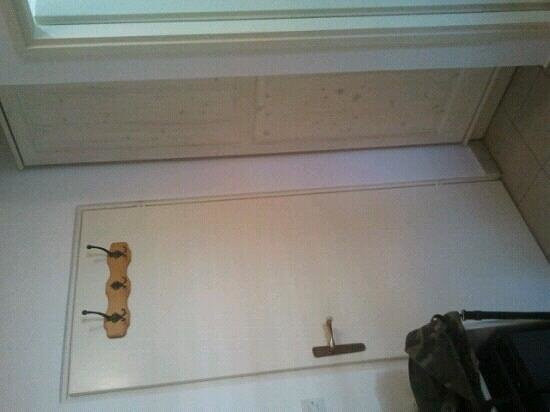 Pension Baron Gautsch: Closet, single room.