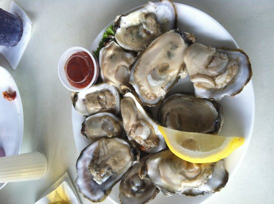 P.T. Pelican's Intercoastal Deck Bar: Fattest oysters ever!