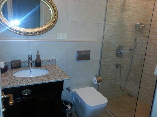 Dila Suites: bagno