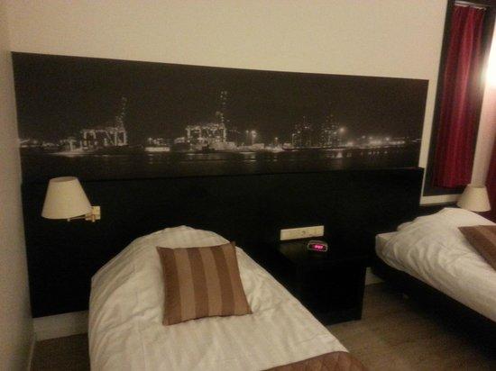 Bastion Hotel Vlaardingen : Room