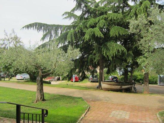 Villa Dobravac: parking area