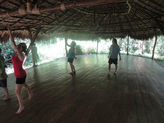 Equilibrio Yoga Art Surf Resort: Yoga platform