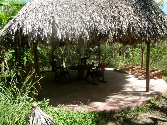 Equilibrio Yoga Art Surf Resort: relaxation hut. There is one for every cabana!