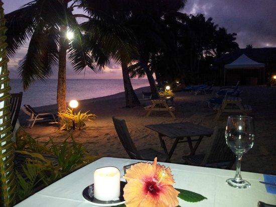 Sands Restaurant: Beach setting
