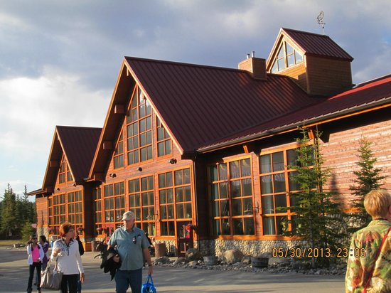 Denali Princess Wilderness Lodge: Main lodge rustic and very comfortable