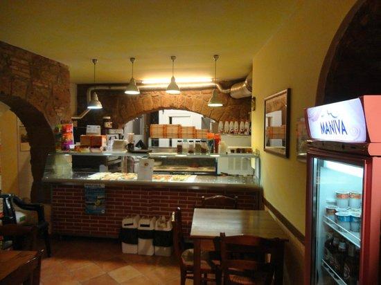 Bancone - Foto di Pizzeria Da Willy, Acquapendente - TripAdvisor