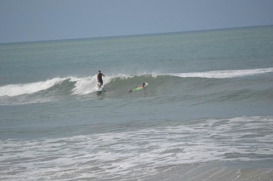 Florblanca Resort: Surfing at nearby Playa Santa Teresa - 5 minute walk away