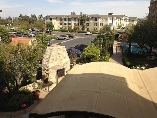 Ayres Hotel Seal Beach: view from 2nd floor room