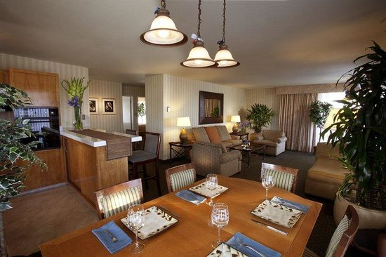 The Wharf Inn: Penthouse Suite Dining Room
