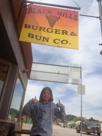 Black Hills Burger and Bun Co.: Cadie says two thumbs up!